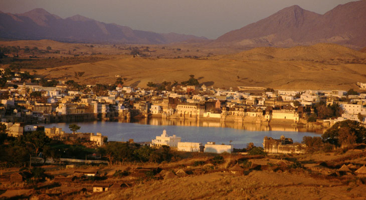 Luxury Rajastan tours - Pushkar, the holy town built around a lkae and famous for its annual camel fair
